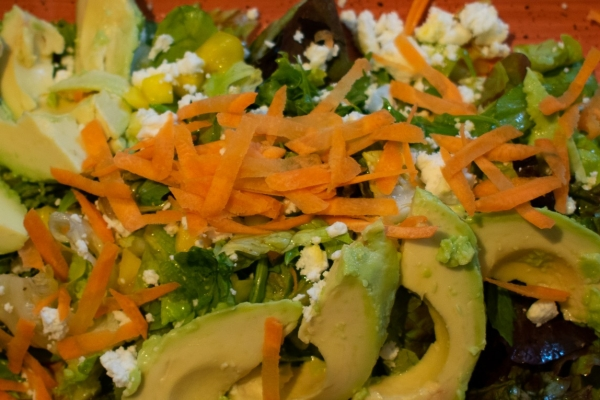 salat-avocado-schafskaese-na48078B2B-E3BB-C0FF-5E5F-356897297DFA.jpg