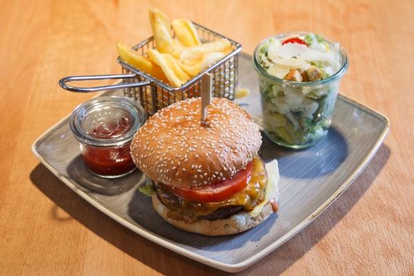 hamburger-in-schwabing-schwabinger-wassermann-489AA1288-3814-7AF5-1FD1-C5B283C0A6A0.jpg