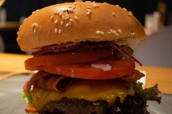 solo-burger-n-aB81912F7-611E-4E54-CAFB-006198E0D926.jpg